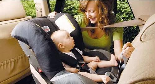 别再犯错!儿童座椅该朝前还是朝后?