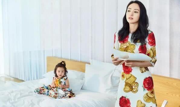 董璇生日照摘下婚戒,首谈女儿小酒窝:想要成为孩子的依靠和榜样