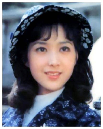 还记得美女明星陈鸿梅吗?昔日上影花旦,如今60岁美貌不输吴海