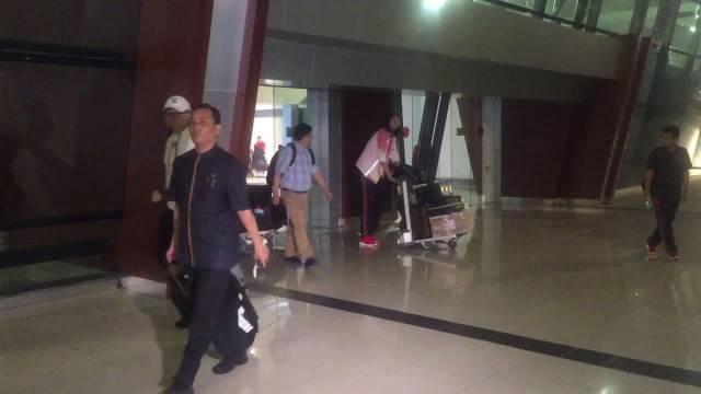 中国女排深夜抵达雅加达!亚运会加油!
