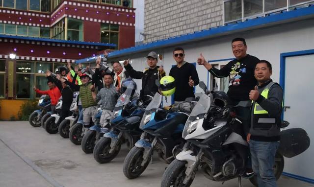 CFMOTO 7人组成的650MT车队顺利抵达西藏!
