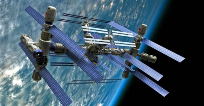 美国连续制裁俄罗斯,俄绝地反击,要让美国人离开空间站