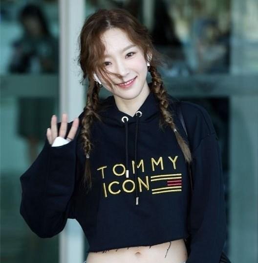 少女时代金泰妍,罕见露脐装麻花辫的少女装扮,在我心里永远20岁