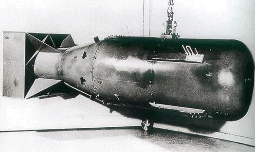 我国首颗原子弹爆炸时,各国是什么态度?该国最尴尬