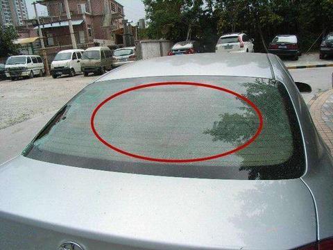 汽车<em>后窗</em>玻璃细线条的,原来是黑科技,以前都浪费了!