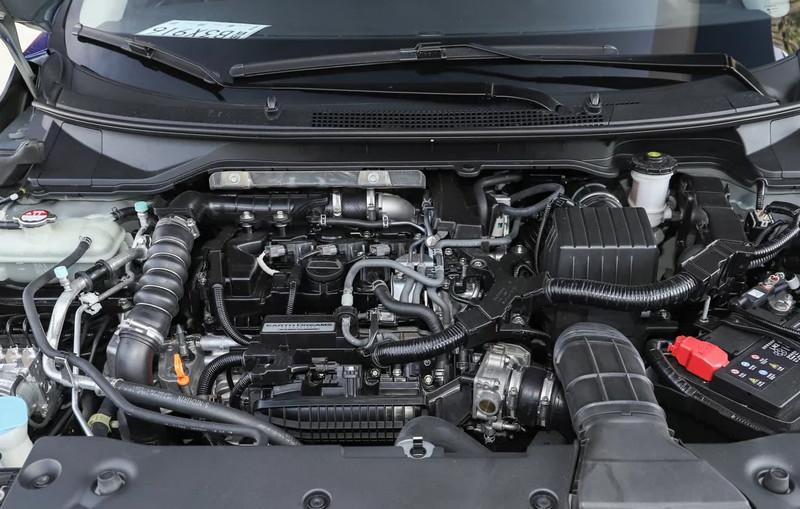 在动力上,是1.0的三缸发动机,这是受到了很多的而质疑,总的来说,该车在尺寸和动力上进行了很大的变化,虽然三缸的发哦等级,不是很完美,但是其他的优势也是遮盖了这一瑕疵,该车的价格也是很不错,对于该车你怎么看。