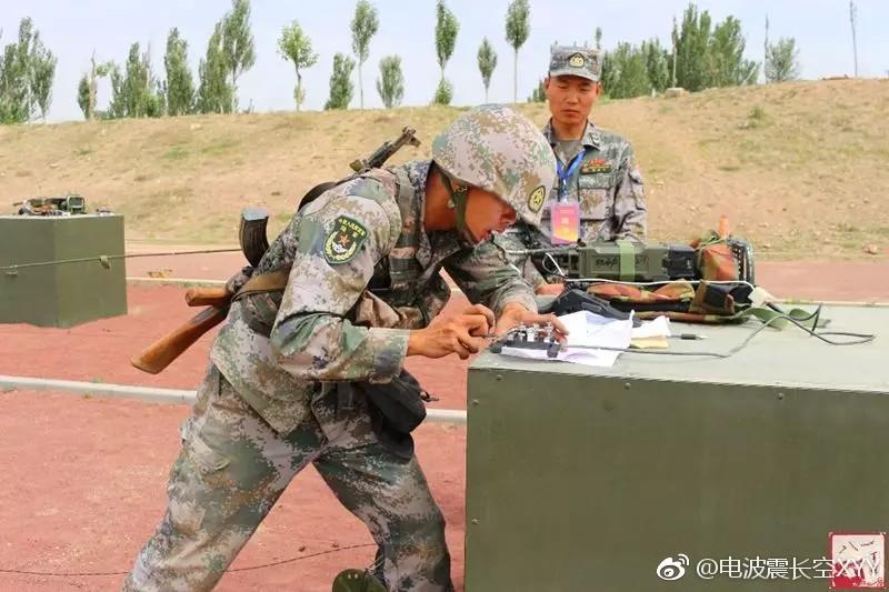 81军某部通信兵比武,这56式步枪可真少见
