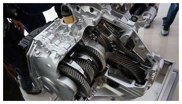 不懂车的看颜值,半懂不懂看发动机,懂车的才看变速箱