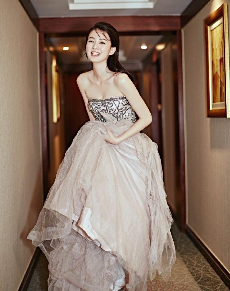 婚纱人物手绘露肩