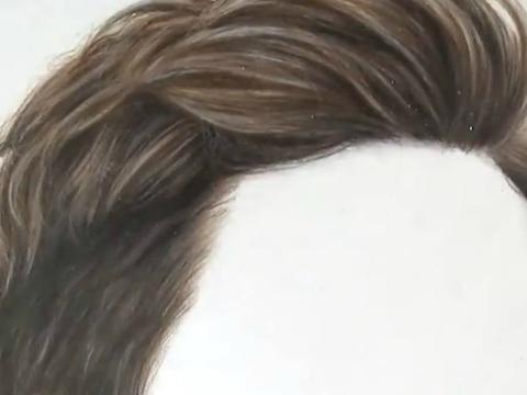 牛人用彩铅手画的女士发型,真跟照出来一样图片