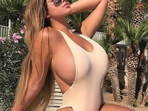 俄罗斯女星穿紧身衣真是美到炸,这身材真是绝