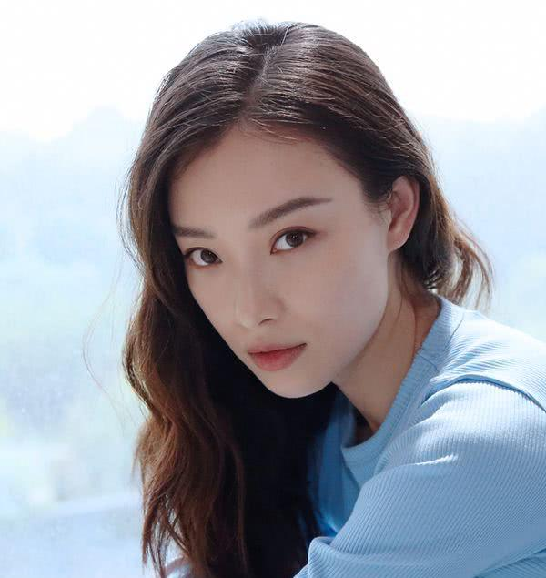 """没有刘雯,钟楚曦的高级脸,但你可以""""妆""""出同款高级感!图片"""