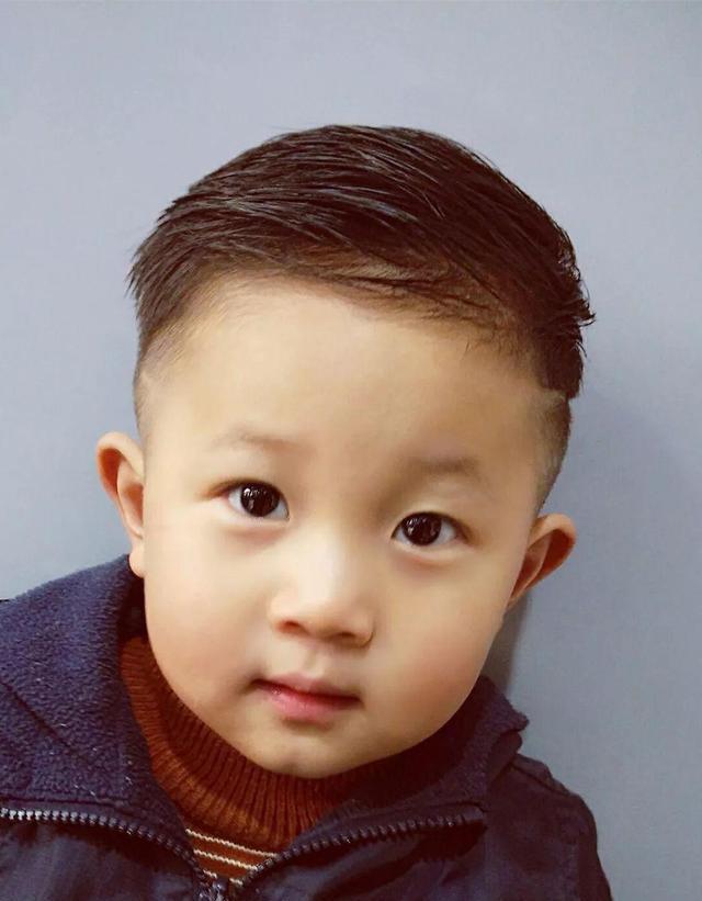 小男孩宝宝发型,看看有没有适合儿子的!图片