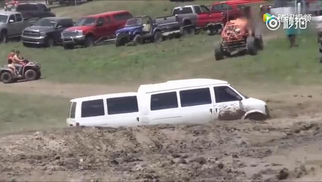 玩越野车的地方来了一辆房车,老司机用技术征服了奔驰车主!