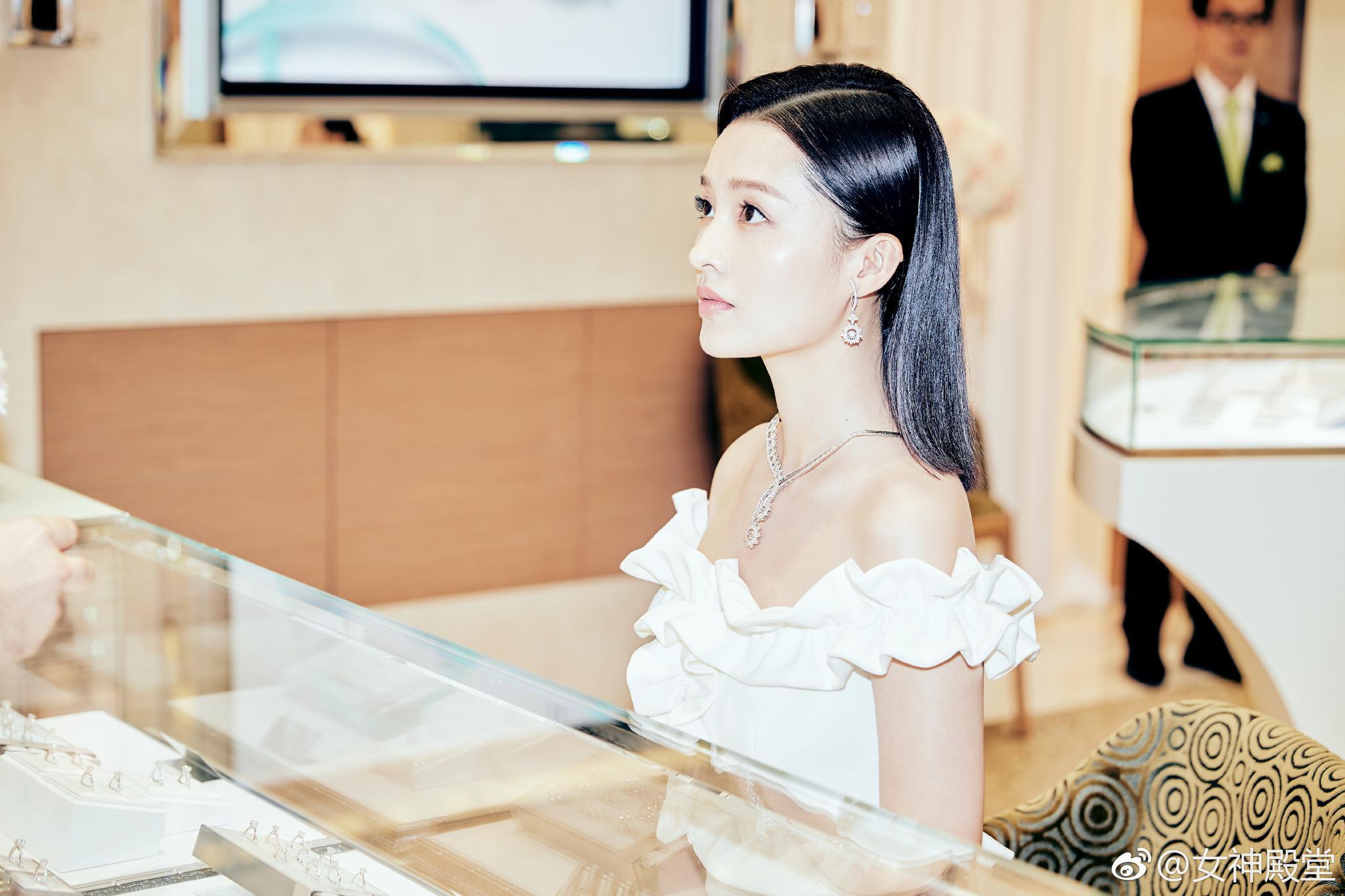 李沁优雅时尚,气质迷人 - 自由 - 北极冰川