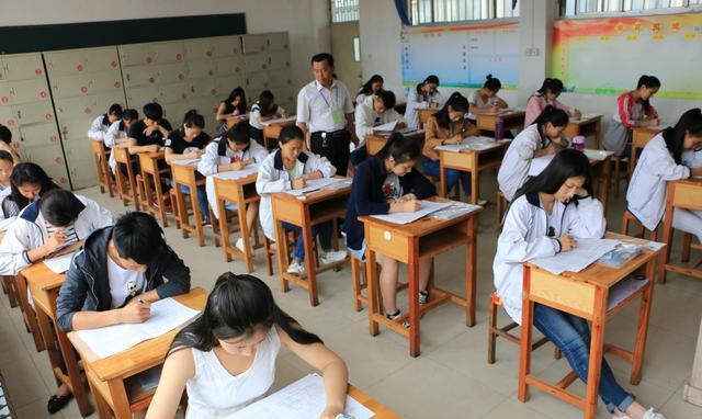 高考考场座位到底怎么排?前后左右桌试卷一样吗?图片