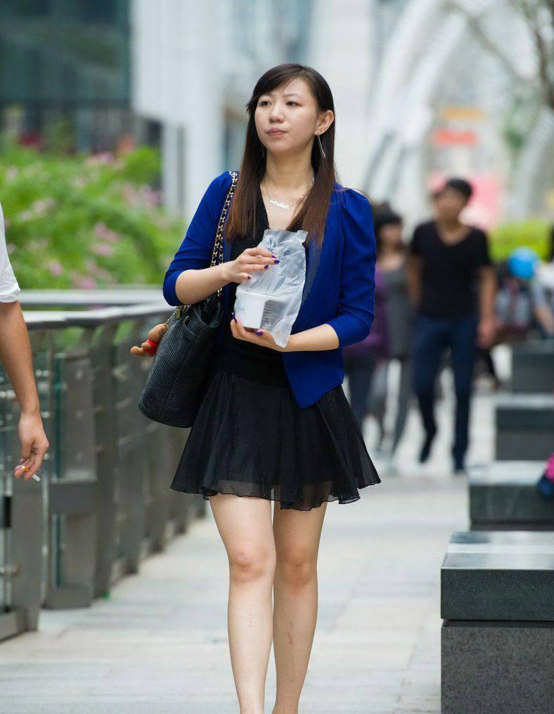 重庆街拍,图2的奶白大腿,远远比不上图6的乳白圆润