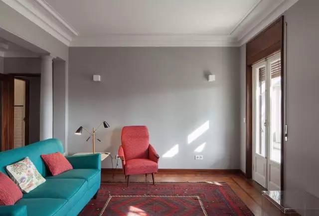 客厅别再装传统吊顶了,聪明人流行用石膏线代替,美观又省钱!