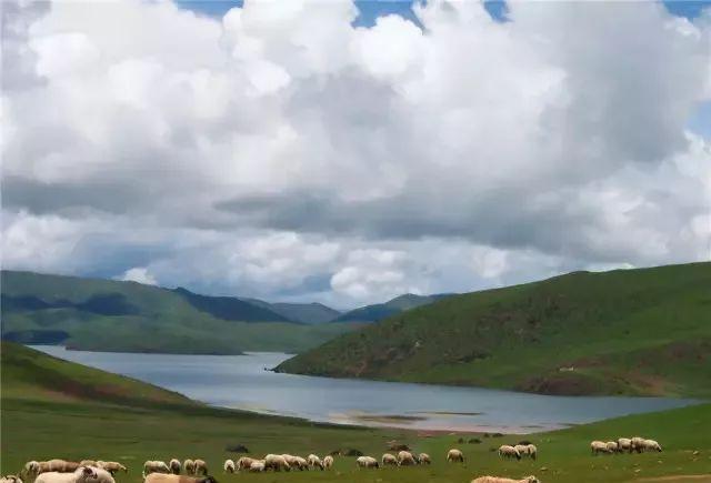 地址:四川省甘孜藏族自治州巴塘县 莽措湖 莽措湖自然风景区位于芒康