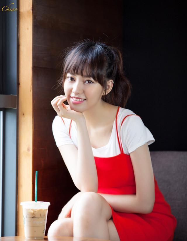 50岁焦恩俊为漂亮女儿拍写真, 父女同框似恋人