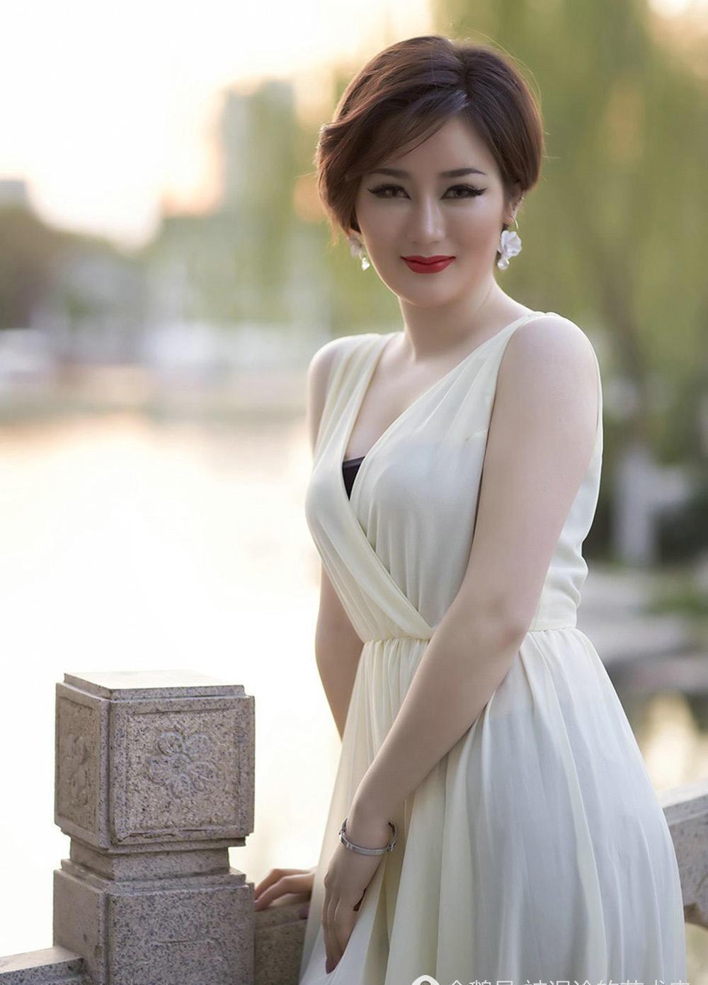 谁说短发女生不好看, 她优雅高贵显气质丽人如玉