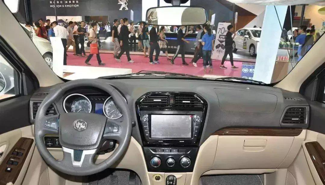 MPV惊艳了,颜值大气+8座,4.3万起售,五菱宏光怕了!