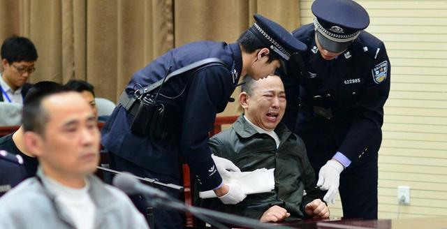 黑别墅刘汉击退400亿,敛财杭州黑手党,在法庭老大美国水边图片