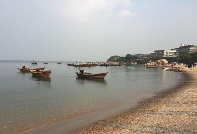 因著名海滨景区,世界著名观鸟圣地北戴河而得名,北邻抚宁区,东邻海港