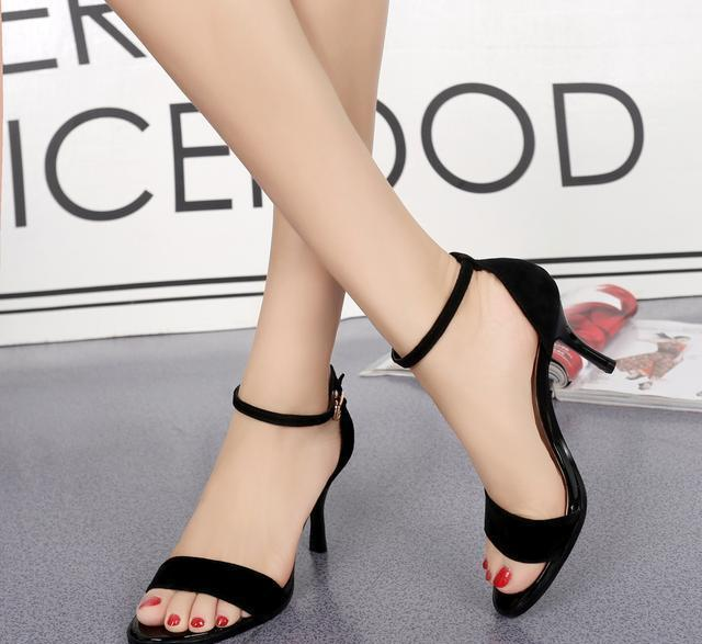 看看最近流行的美丽的凉鞋, 洋气又减龄, 照着买准没错