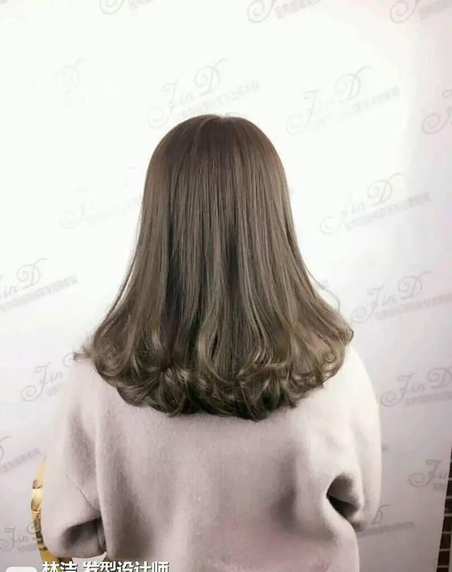 小卷发型非常可爱性感,造型感十足!