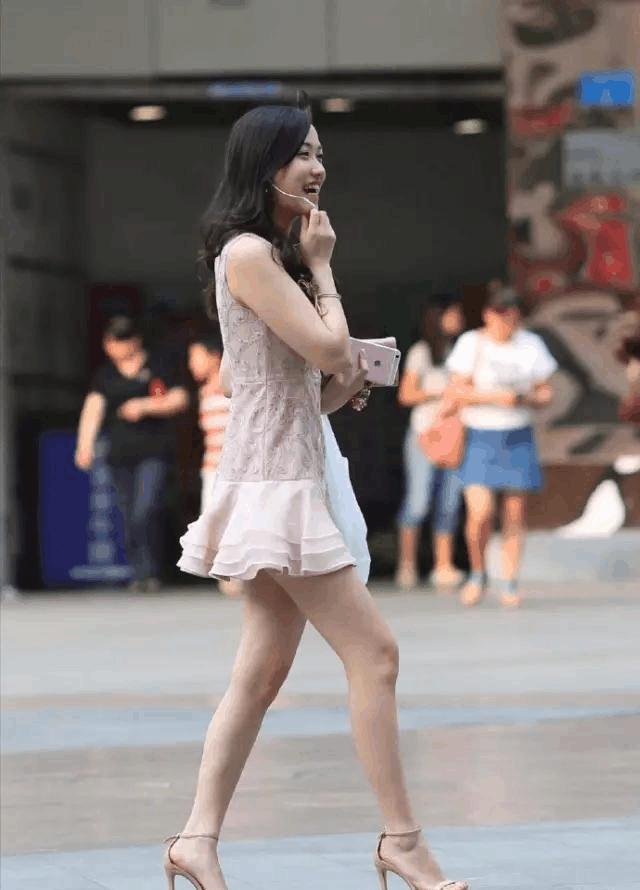 街拍美女: 高挑的大长腿很有魅力, 不由自主的看了3遍!
