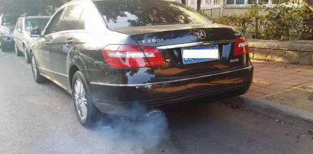 汽车故障诊断小知识,排气管冒烟的颜色不容小觑,收藏看看很实用
