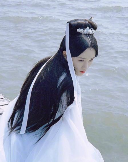 鞠婧祎新剧杀青,男主比张哲瀚帅气,网友,史上颜值最高