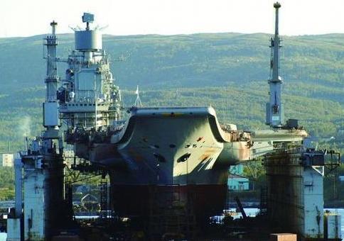 措手不及!北约密集发射导弹,俄罗斯航母关键时刻遭遇重创
