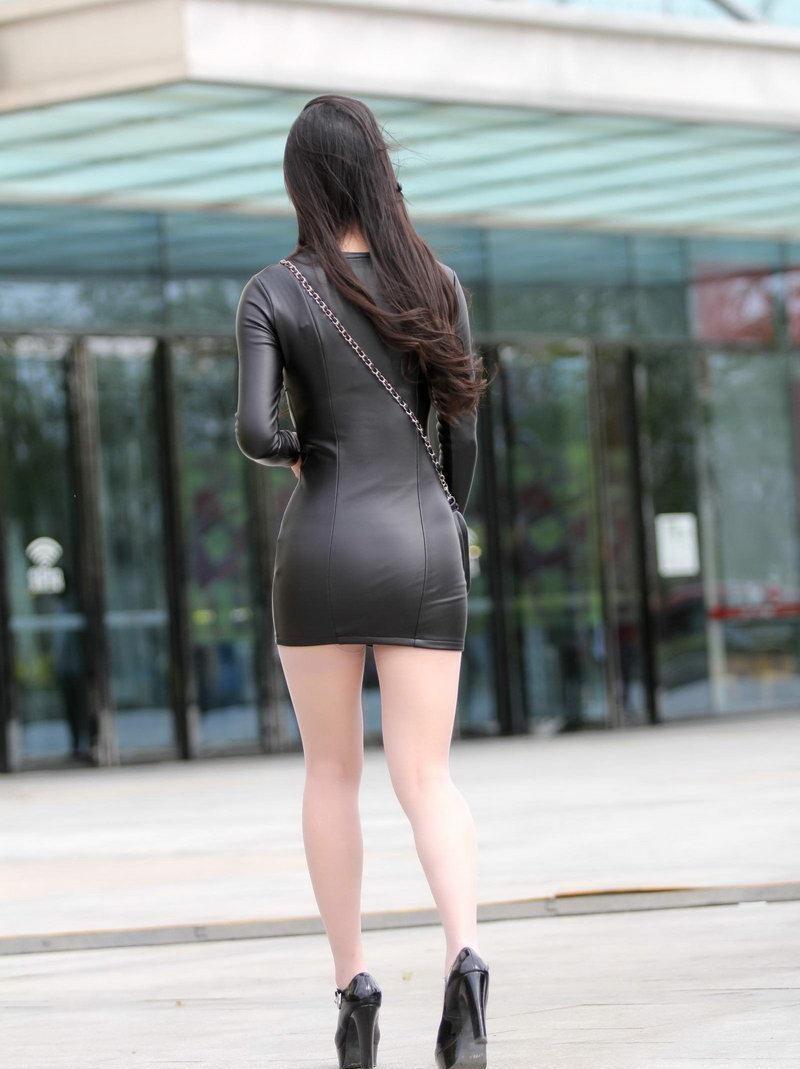 性感街拍,图片穿包臀皮裙的身材路人,太吸引眼美女美女阴水图片