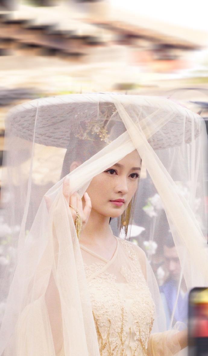 李沁穿古装的造型真美, 公主装美的奢华而大气