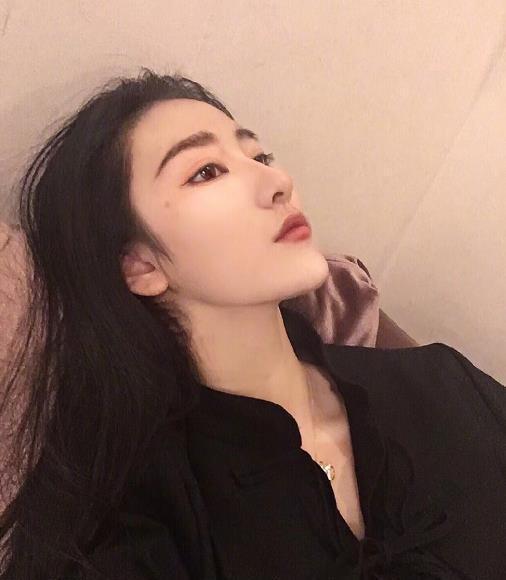 来自黑龙江哈尔滨的南京艺术学院2018级表演栓女生图片