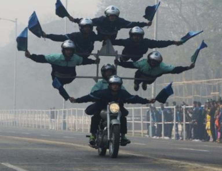 """印度阅兵,不仅有摩托车,竟还有这种""""模型"""",网友:开挂民族!"""
