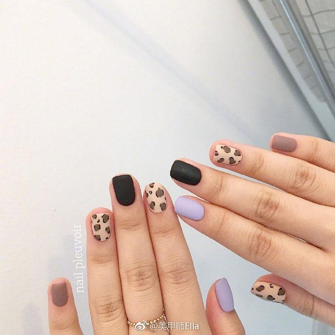 那些指尖上的小可爱们 精致的彩绘美甲很适合短指甲哦!