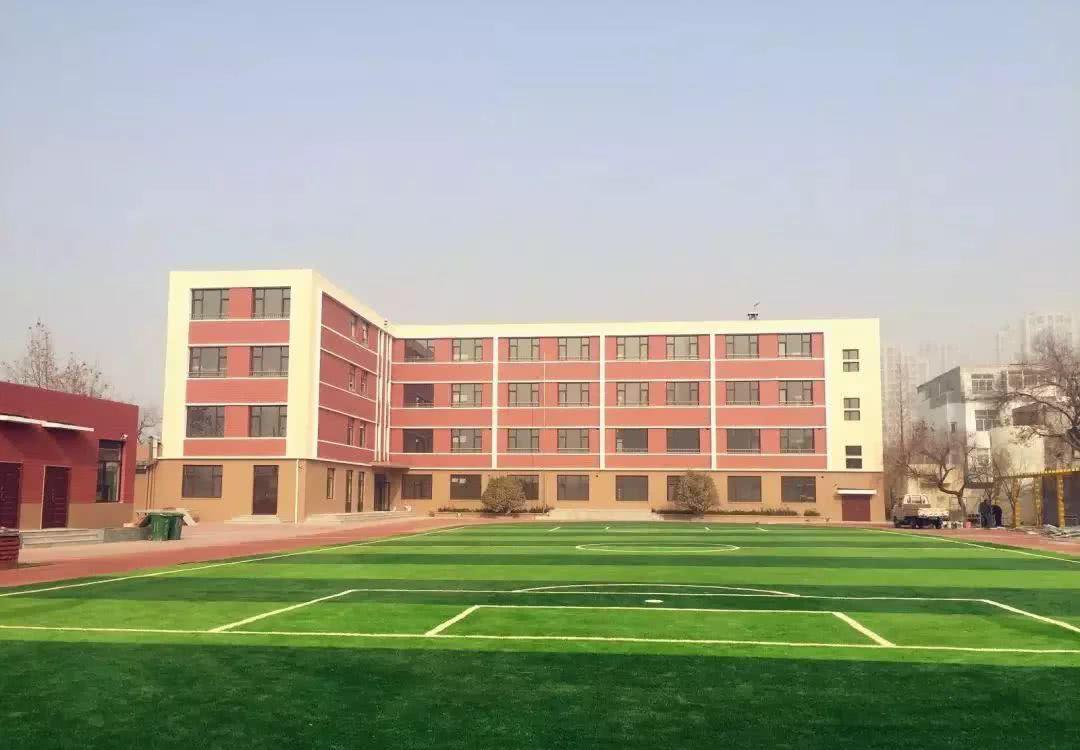 青岛超银中学鞍山路校区将搬迁到第四十三中学(镇江路40号),而市北区
