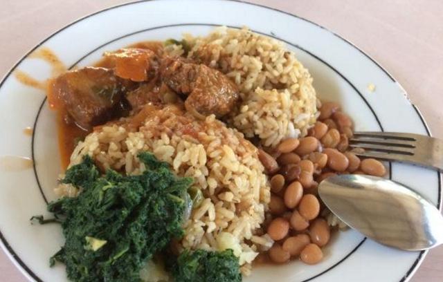 中国留学生在非洲食堂吃饭后, 才知道中国校园菜是图片