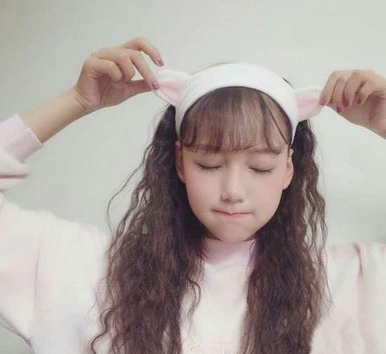 发型小卷披肩当下就烫发小卷流行呢短发女生直碎发图片
