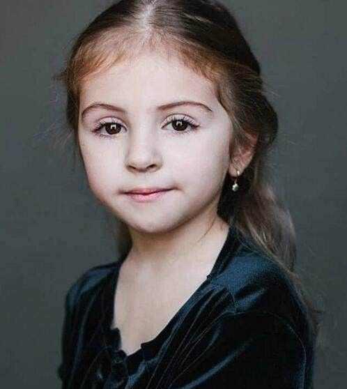 乌克兰和俄罗斯的混血小孩,大大的眼睛非常迷人.图片