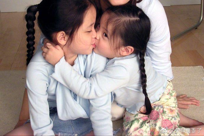 欧阳娜娜童年照,很好得诠释了什么叫天真无邪,简直是可爱到不行!图片