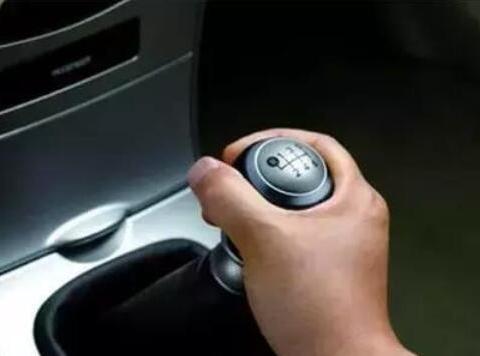 你知道怎样能把手动挡车开的<em>平稳</em>吗?