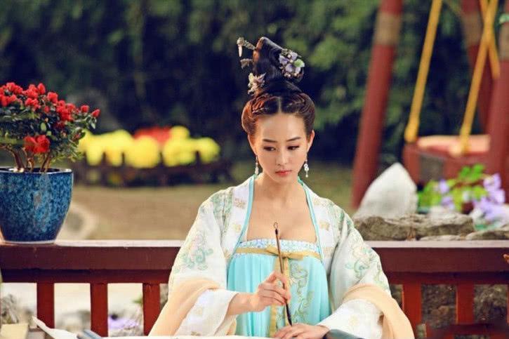 张钧甯在机场素颜现身,连郑爽都比不过她,娱乐圈素颜最美的人!