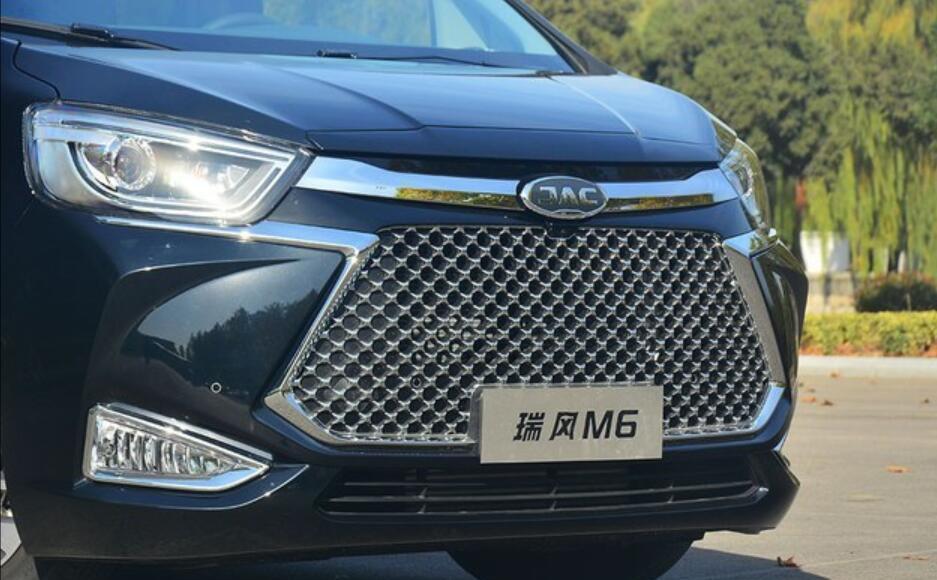 接地气的国产高端MPV, 仅售25万元, 你会买吗?