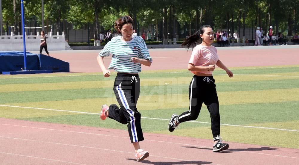 实拍大学生体育考试长跑项目,考不及格不给毕