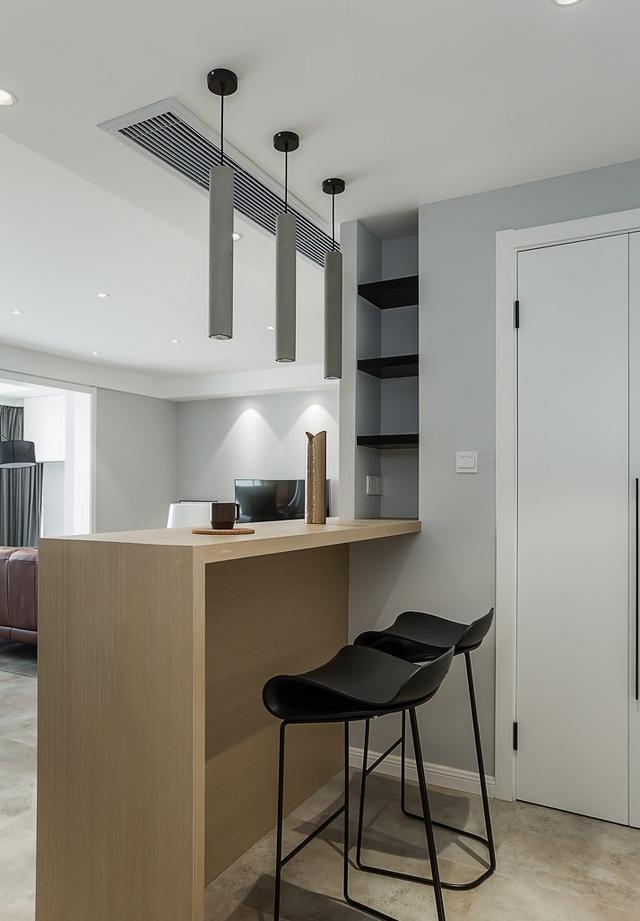 式的厨房,你又想要一个吧台的话,可以利用家里的边角位来设置一个吧台图片