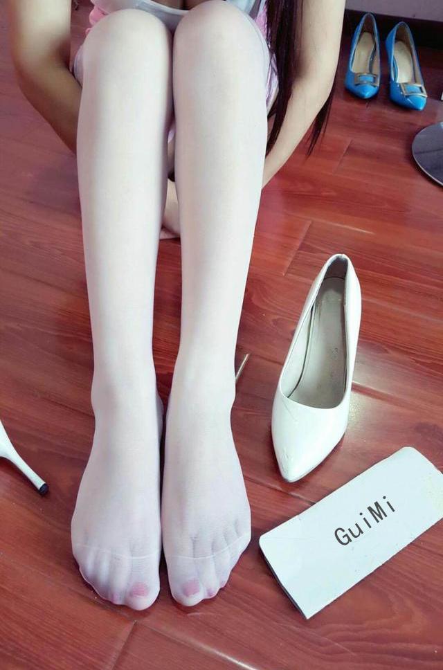 白丝配白色高跟鞋, 洋气减龄有气质, 美女都喜欢图片